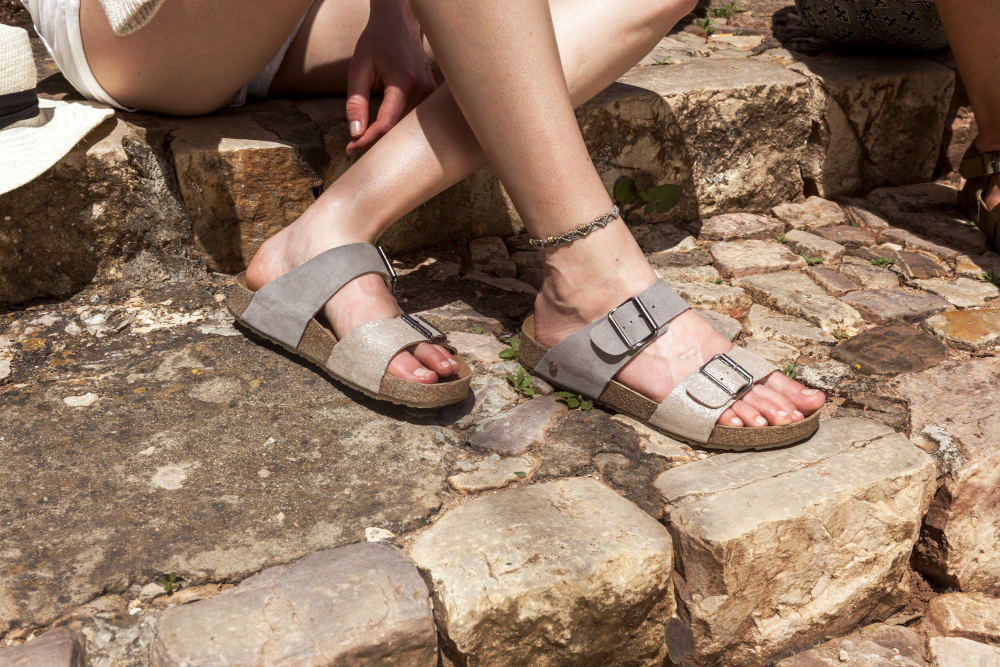 Zweiriemer Sandalen